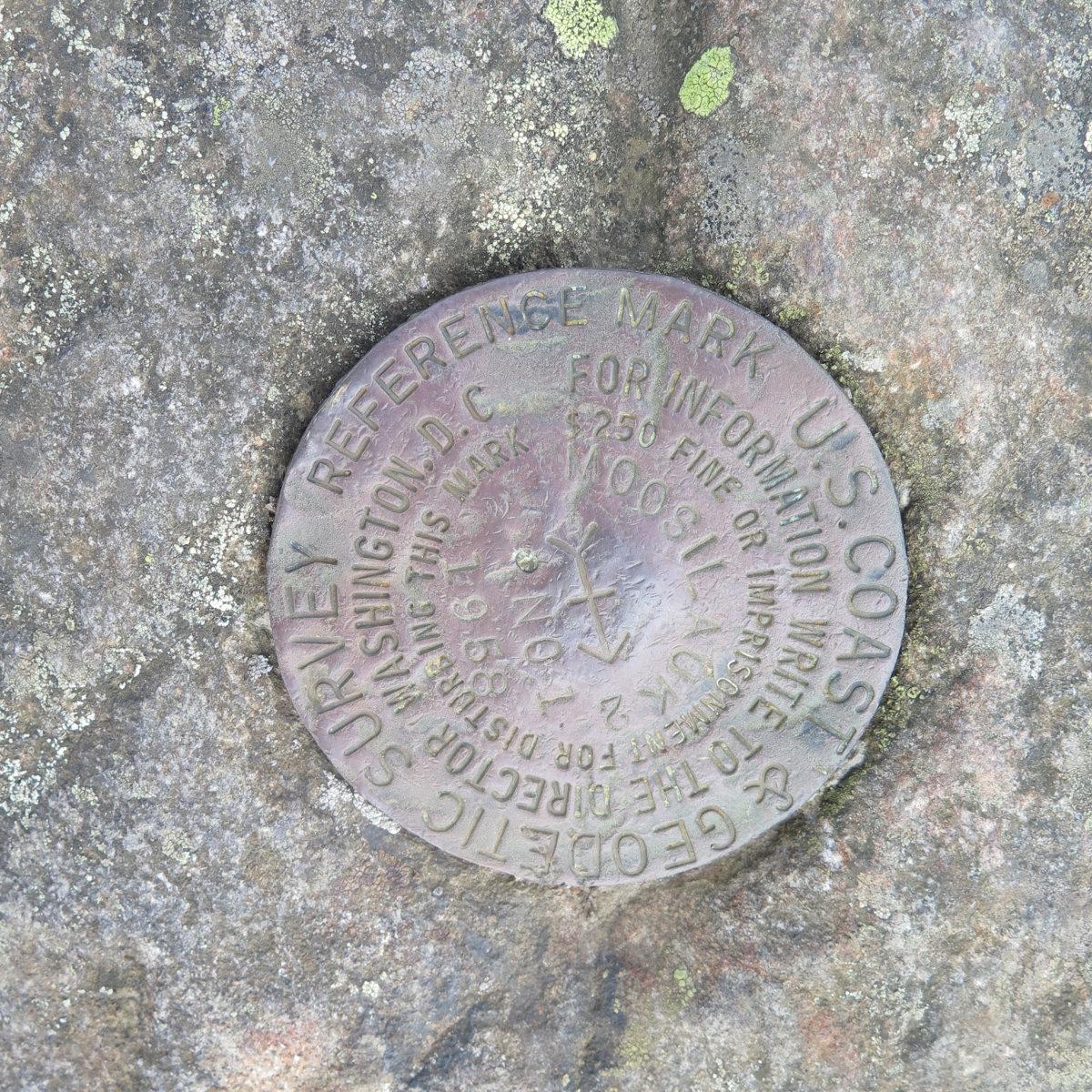 Moosilauke-Summit-Medallion-20190627